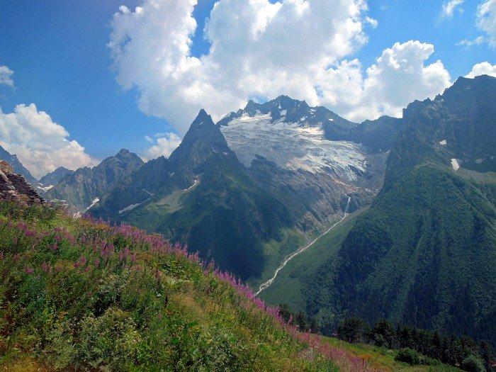 Одна из высочайших вершин Западного Кавказа: Домбай-Ульген