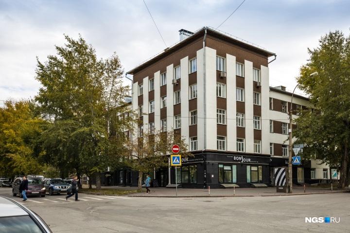 Дом на Ленина, 17 совсем недавно обрёл новый фасад и теперь точно не теряется в окружающей застройке