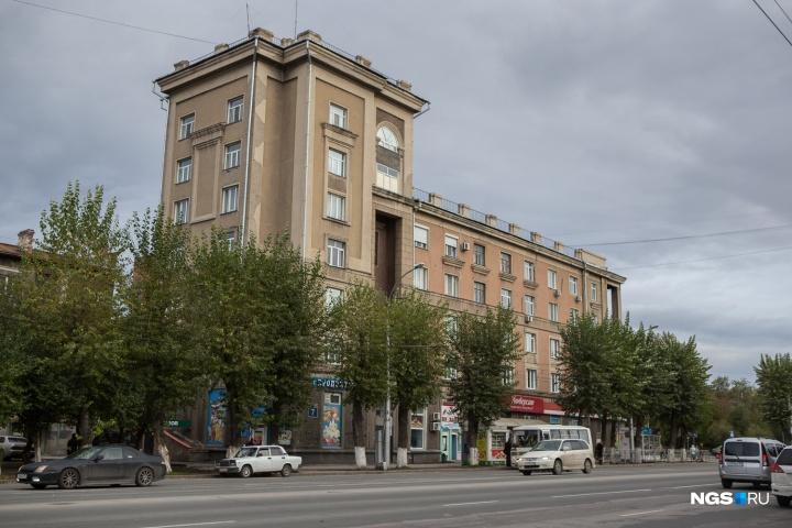 Улица Станиславского почти целиком состоит из памятников, но на открытки и в путеводители попадает далеко не всегда