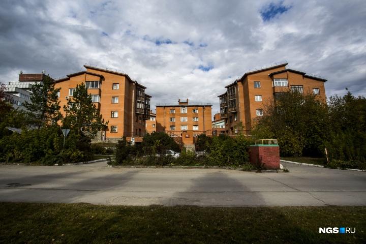 Комплекс жилых домов на улице Новогодней — первые «урбан-виллы», которые построили до того, как это стало мейнстримом