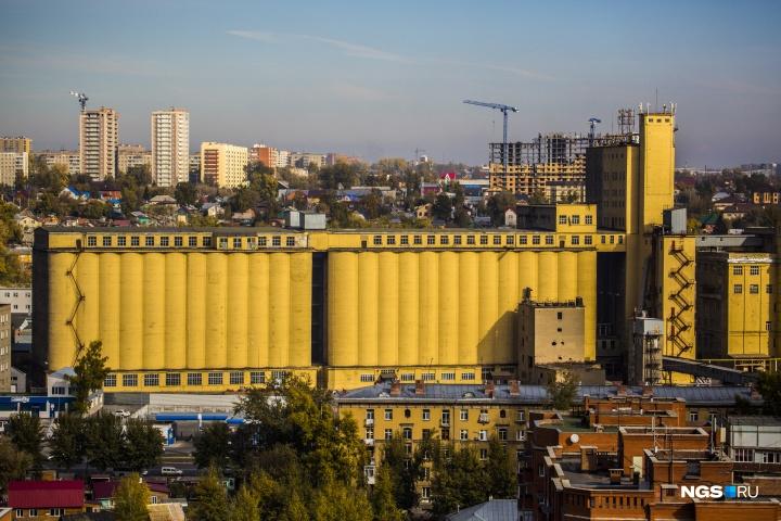 Масштабное здание Мелькомбината — образец промышленной архитектуры эпохи конструктивизма