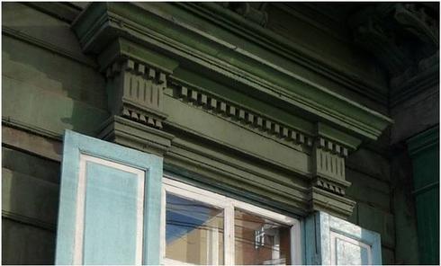 Стиль - деревянный классицизм, имитирующий формы каменной архитектуры классицизма