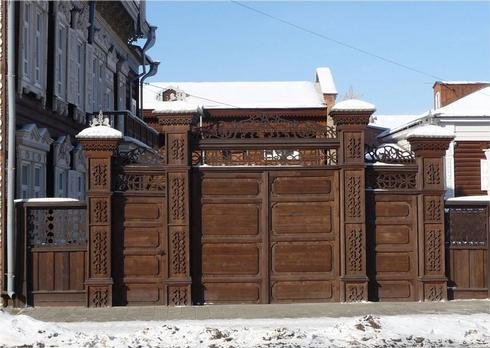 Магический орнамент на воротах