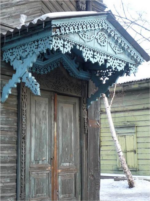 Магический орнамент на крыльце и дверях
